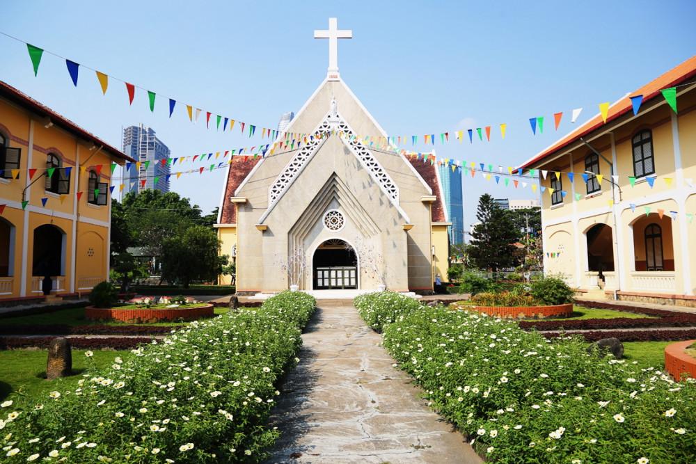 Nhà thờ và tu viện Hội Dòng Mến Thánh Giá Thủ Thiêm sẽ được gìn giữ nguyên vẹn, tạo điểm nhấn cho khu đô thị mới Thủ Thiêm hiện đại - Ảnh: Thành Lâm