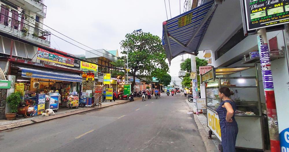 Hai tháng gần đây, phố kinh doanh ở đường Lê Lợi, Q.Gò Vấp trở nên sầm uất - ảnh: phùng huy