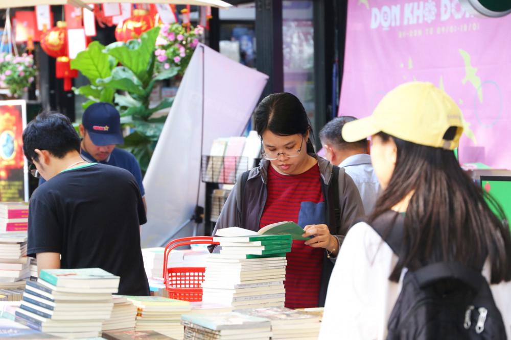 Học sinh - sinh viên ít chịu đọc hay phương thức phát triển văn học đọc chưa phù hợp? Ảnh: Diễm Mi