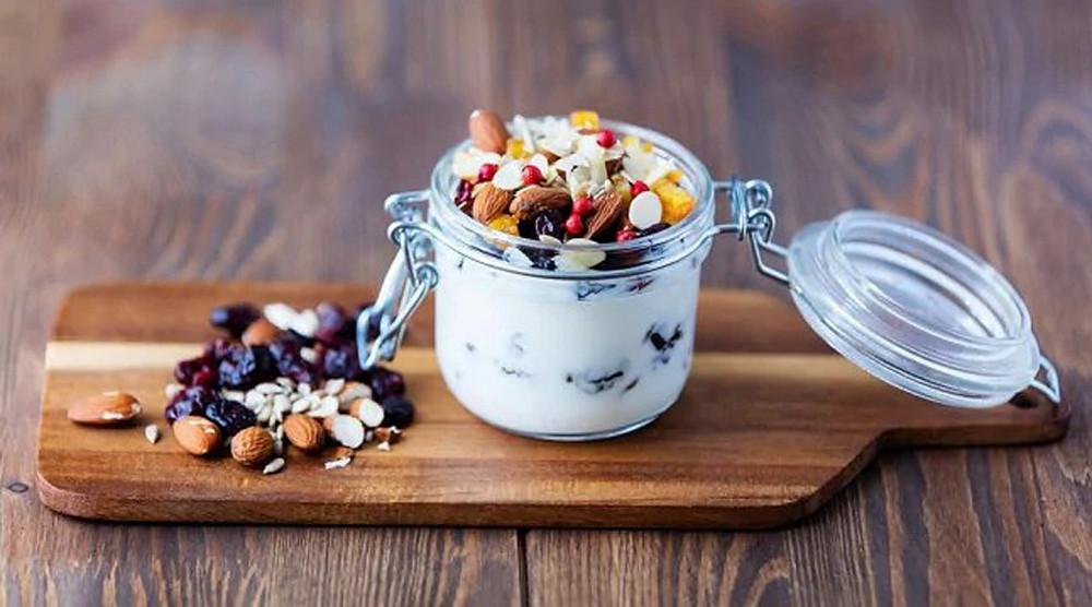 Bữa ăn nhẹ giàu protein buổi chiều giúp bạn không quá đói khi về nhà muộn, tránh nguy cơ ăn quá no