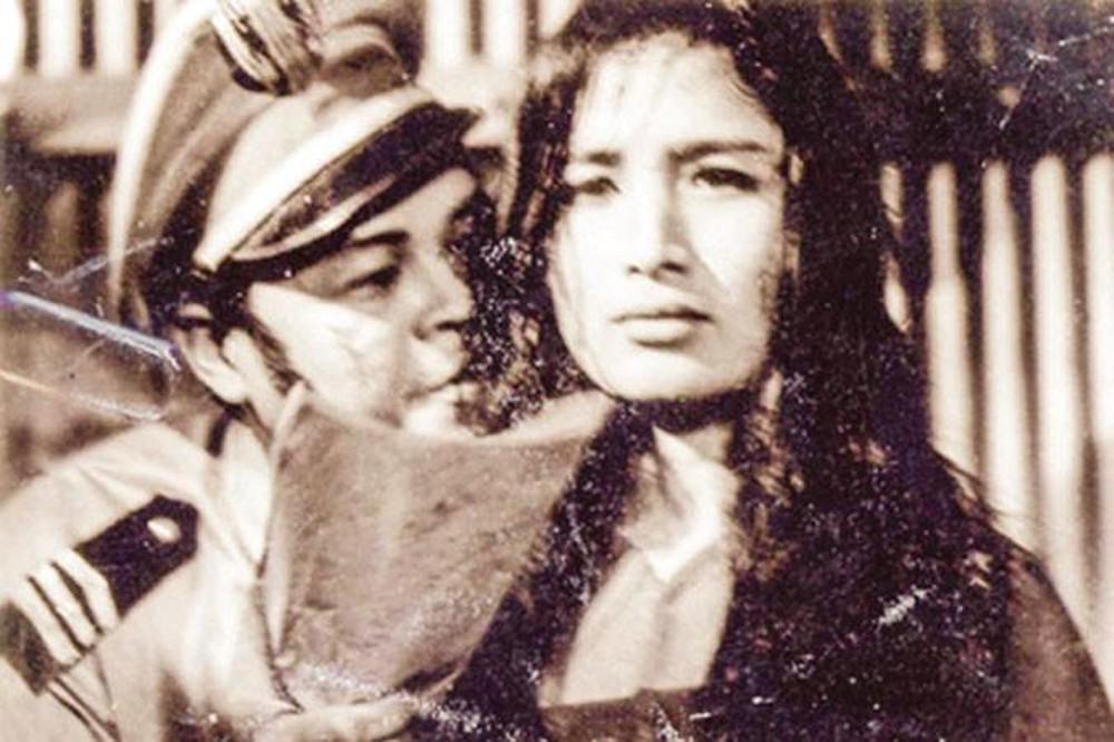 Hình ảnh NSND Trà Giang trong phim Vĩ tuyến 17 ngày và đêm.