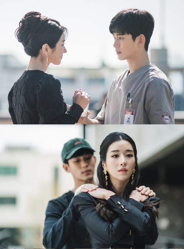 Kang Tae hướng dẫn Moon Young cách kiềm chế cảm xúc.