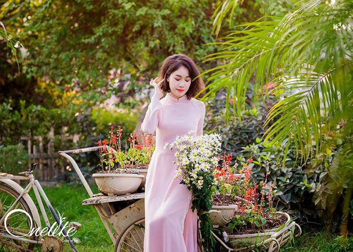 Không chỉ là một điểm vui chơi lý tưởng, khu du lịch Văn Thánh Sài Gòn cũng cung cấp dịch vụ ẩm thực với các món ăn 3 miền và món ăn nước ngoài hấp dẫn. Những bữa tiệc buffet vào thứ 7 và chủ nhật hàng tuần với giá chỉ 250.000 đồng/người lớn, 140.000 đồng/trẻ em luôn làm hài lòng thực khách.