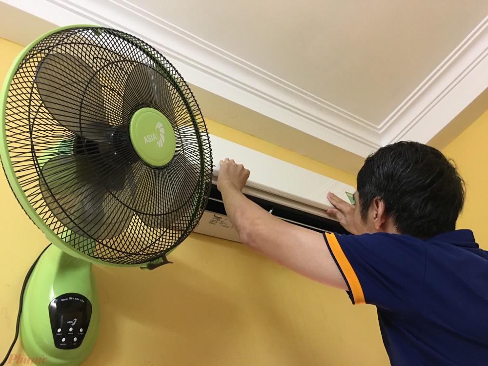 Thợ sửa điều hòa, thiết bị gia dụng... không thiếu những mánh khóe để moi thêm phí của gia chủ