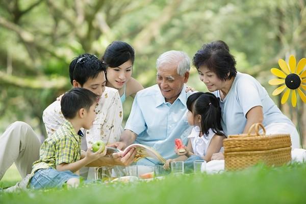 Chức năng, giá trị của gia đình truyền thống ngày cáng bị thay đổi mạnh mẽ hoặc suy yếu