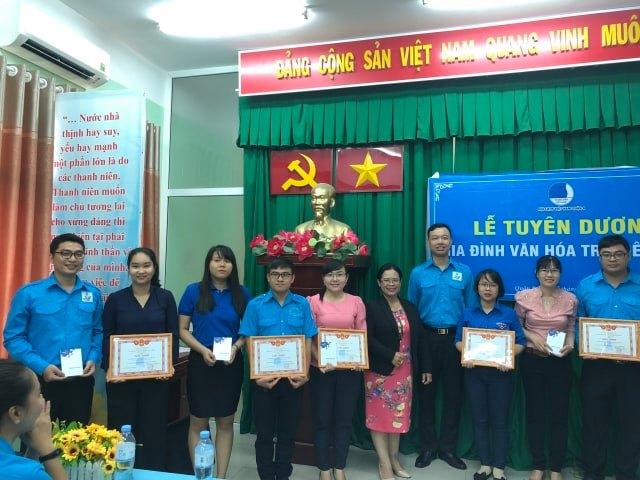 Ngày 27/6, Hội LHPN và Hội LHTN Q.8 tuyên dương 10 gia đình trẻ tiêu biểu của quận nhà.
