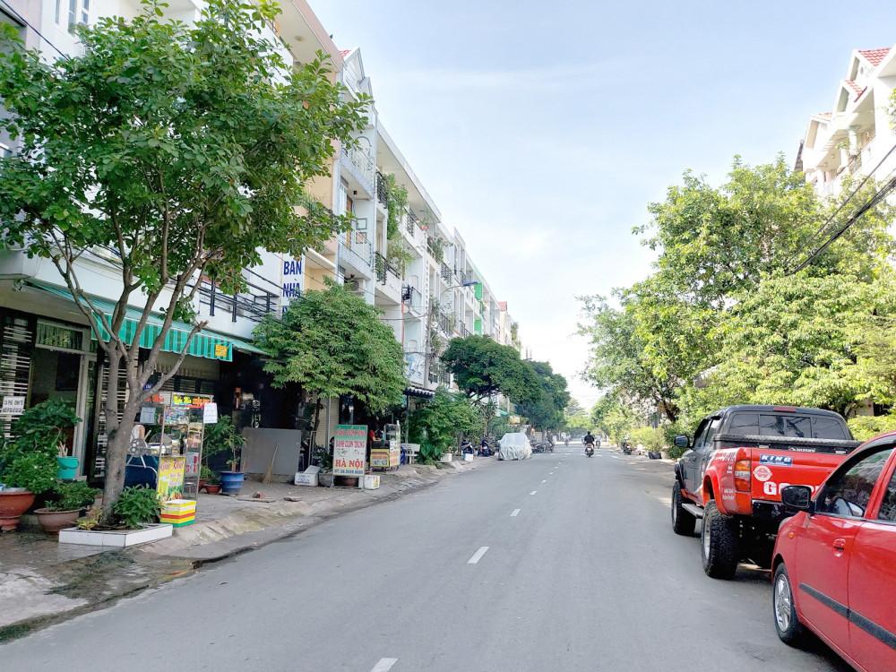 Người dân đã xây nhà, sử dụng đất ổn định trong khu dân cư Phú Lâm C mở rộng hơn chục năm nay nhưng chưa được cấp sổ đỏ - Ảnh: HOÀNG LÂM
