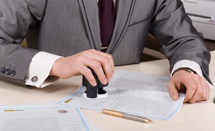 Khi mua bán nhà đất cần phải công chứng, chứng thực giấy tờ để thực hiện giao dịch. Dưới đây là 3 lưu ý khi công chứng mua bán nhà đất để đảm bảo an toàn pháp lý.