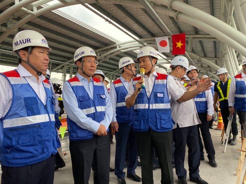 Ông Phạm Bình Minh đi thị sát công trường tuyến Metro 1 tại TP.HCM sáng 29/6