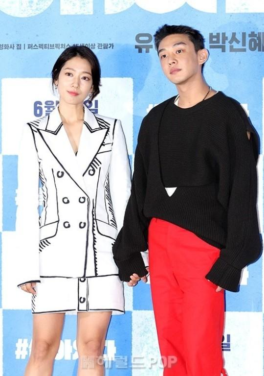Park Shin Hye hé lộ mối quan hệ thân thiết cùng đàn anh Yoo Ah In.