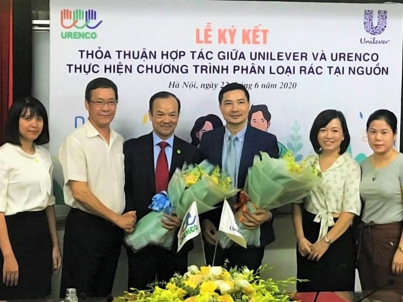 Đại diện URENCO và Unilever tại lễ ký kết