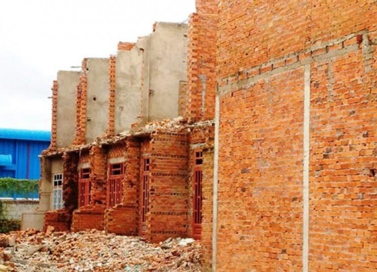 Việc xử lý công trình xây dựng sai phép hiện nay gặp nhiều khó khăn, do cơ quan chức năng không thể cắt điện, nước để chế tài chủ công trình