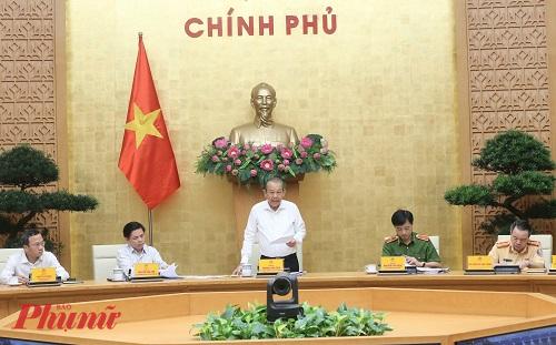 Phó thủ tướng Thường trực Chính phủ Trương Hòa Bình chỉ đạo điều tra vụ mất tấm lưới chống lóa - Ảnh VGP/Lê Sơn