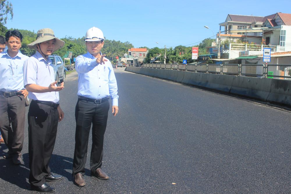 Ông Hà Hoàng Việt Phương chỉ đạo xử lý đường QL1A hư hỏng khi mới lên nhậm chức Giám đốc Sở GTVT