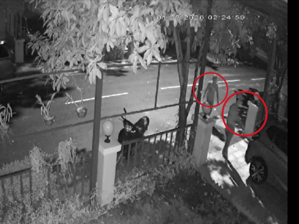 Hai kẻ trộm đột nhập bị camera an ninh ghi lại