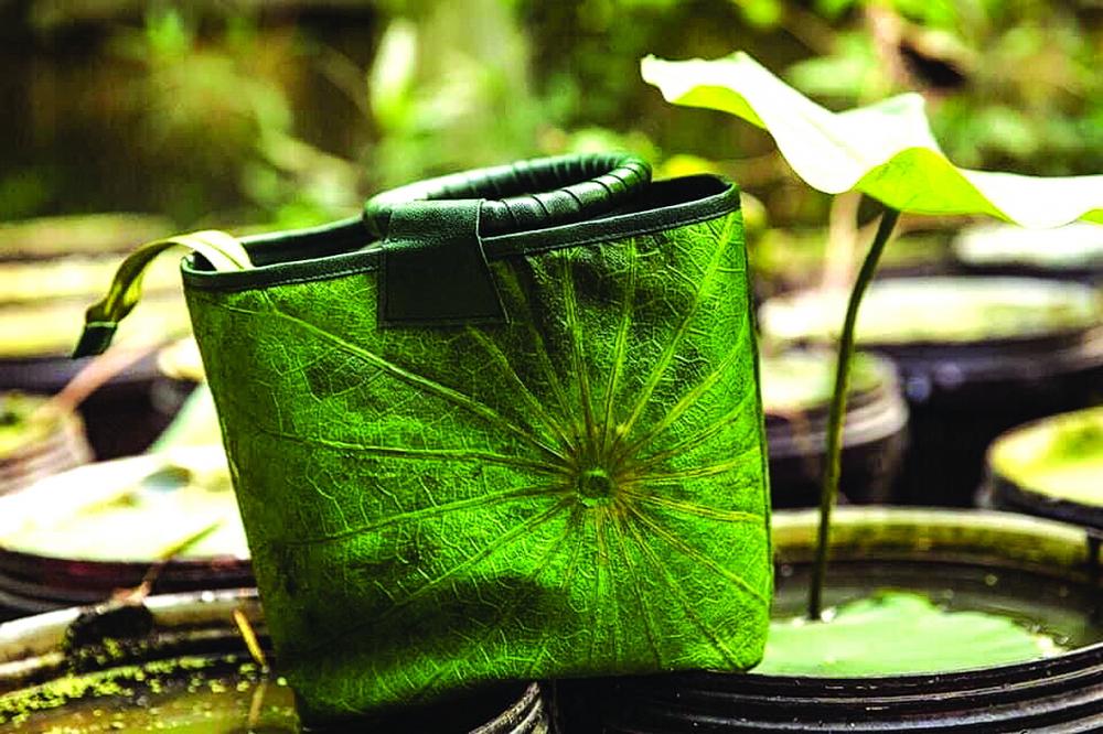Túi làm từ lá sen