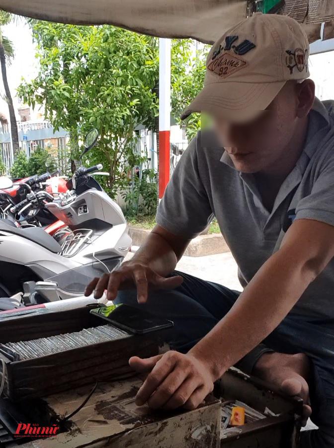 Bảo vệ giữ xe tại bệnh viện Tân Bình cũng không ngoại lệ