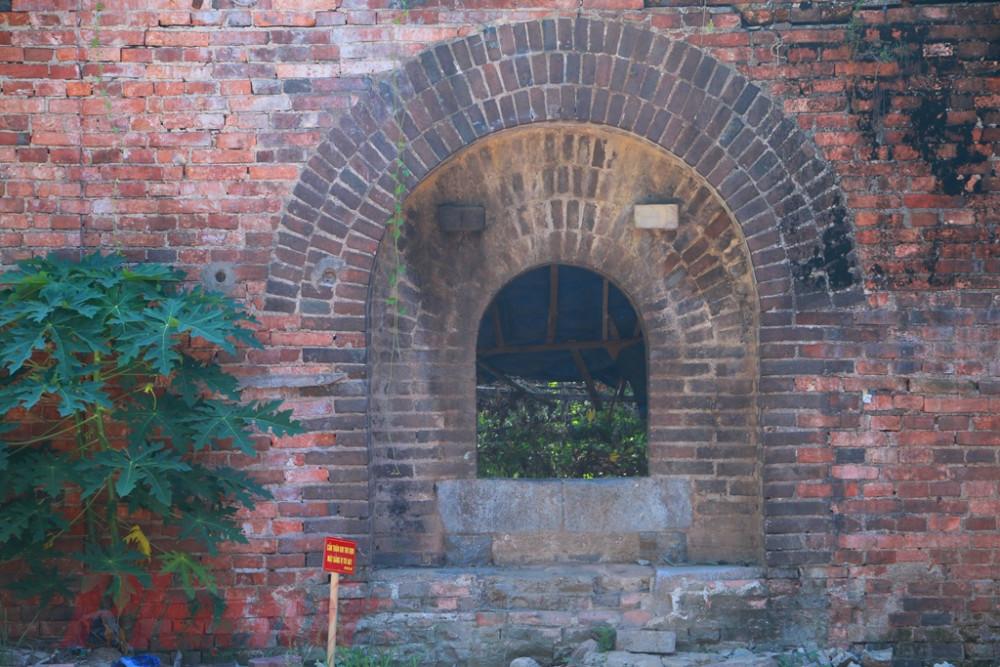 Cửa vòm được xem là nơi đặt đại pháo môn có kiến trúc rất đẹp