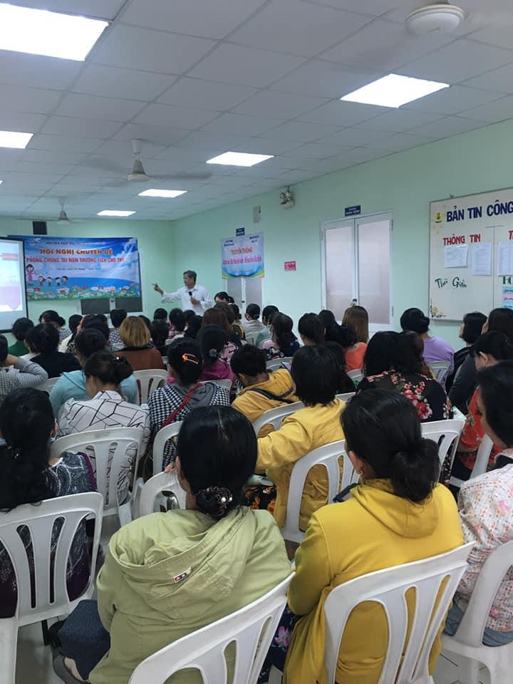 Bác sĩ Trần Văn Tám chia sẻ các kỹ năng bảo vệ trẻ cùng những người nuôi giữ trẻ và các ông bố bà mẹ có con tuổi mầm non
