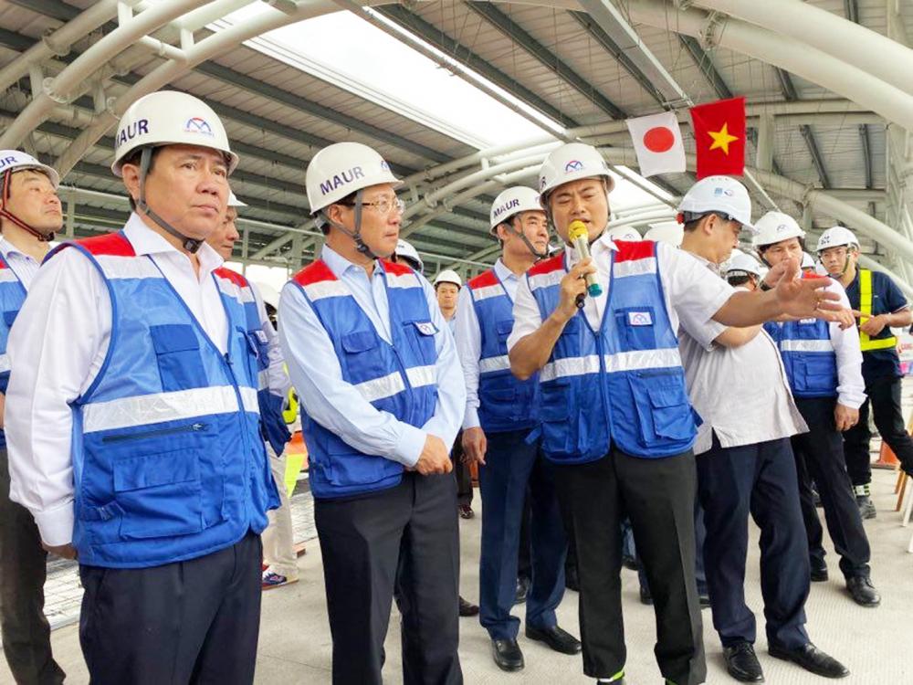 Phó thủ tướng Phạm Bình Minh đi thị sát công trường  thi công dự án Metro 1 tại TP.HCM ngày 29/6. Đây là một trong những dự án điển hình về vướng mắc các thủ tục, quy định trong đầu tư công cũng như khó khăn trong giải ngân vốn ODA - Ảnh: Quốc Anh
