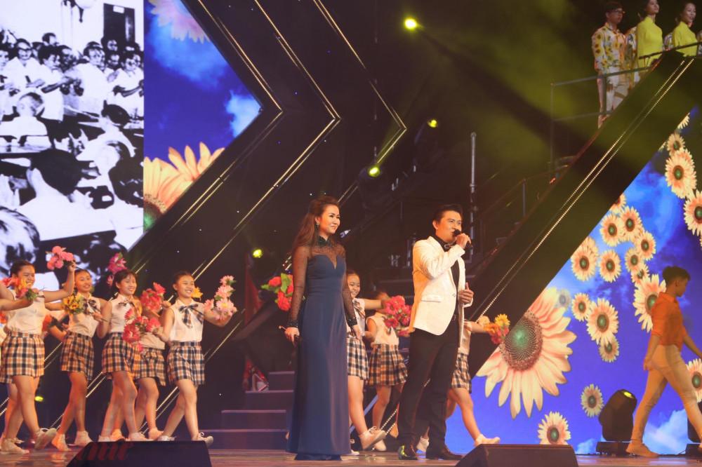 Võ Hạ Trâm, Thế Vỹ khép lại đêm diễn với ca khúc Thành phố Hồ Chí Minh niềm tin ngời sáng
