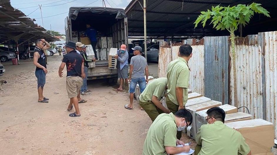 Lực lượng QLTT TPHCM phát hiện ổ nhóm chuyên trung chuyển hàng điện lạnh nhập lậu từ biên giới Tây Nam