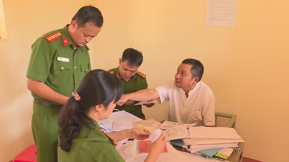 Ông Trần Văn Tuệ tại cơ quan Công an