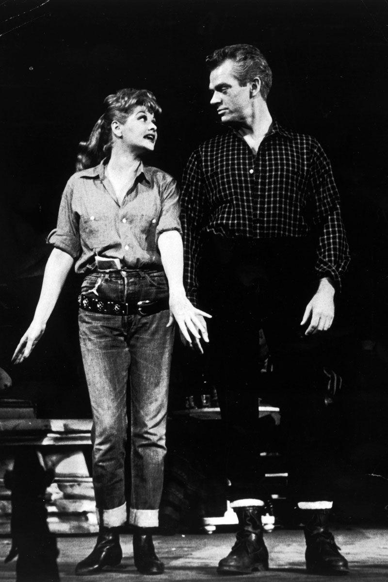 Khi biểu diễn với bạn  Keith Andes  trong vở broadway Wildcat, Lucille Ball kết hợp sơ mi cài khuy trễ cổ với quần jean lưng cao. Một chiếc thắt lưng được cô đeo thấp xuống phía dưới chân thay vì trên eo như thông thường.