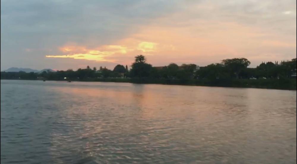 Hoàng hôn trên sông Sài Gòn