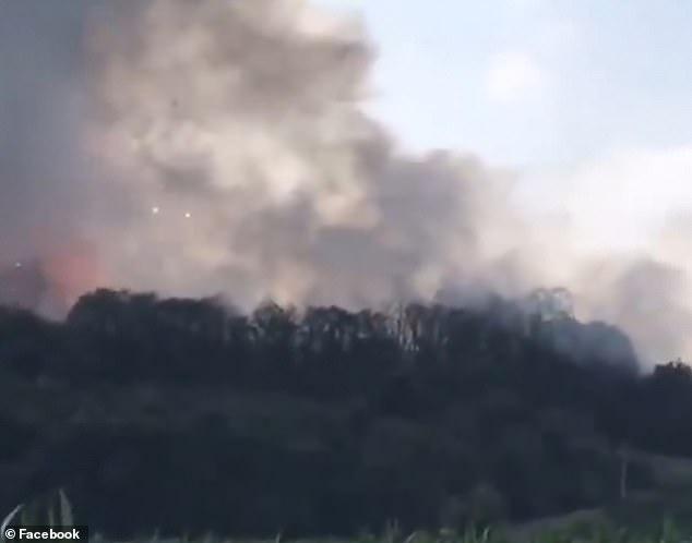 Vụ nổ tạo ra đám khói bụi dày đặc bao phủ khắp khu vực.