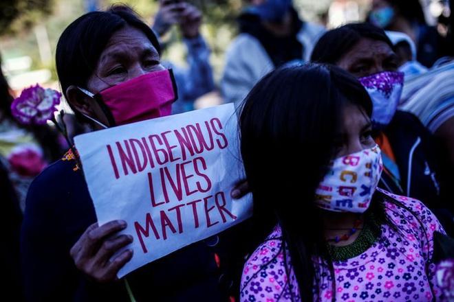 Người dân biểu tình phản đối hành vi lạm dụng tình dục của quân đội với trẻ vị thành niên.