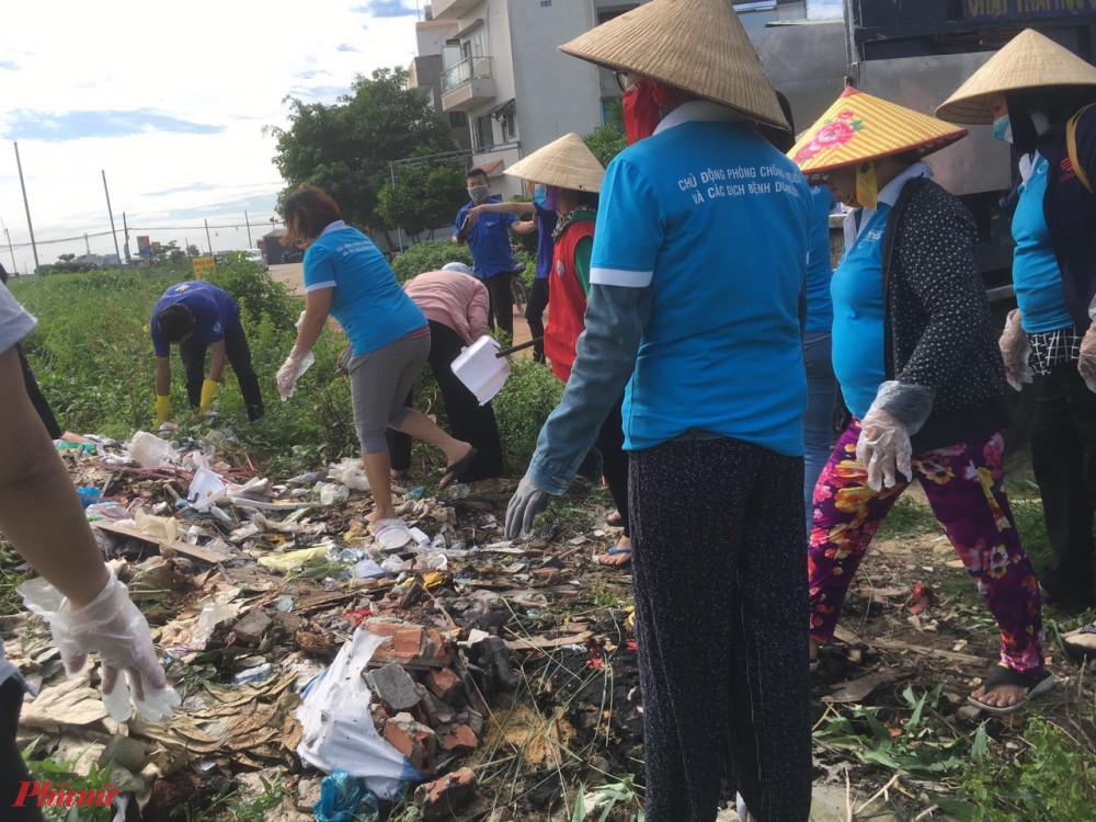 Hình ảnh ra quận tổng vệ sinh môi trường được thực hiện tại một số phường trên địa bàn quận Gò Vấp