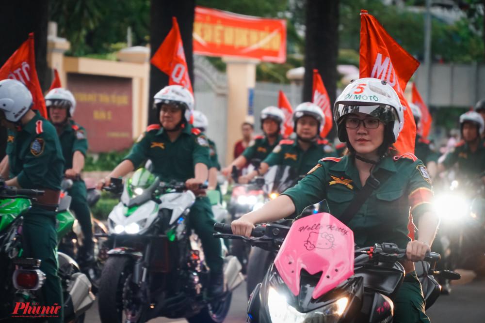 Đoàn mô tô quận 5 dẫn đầu cuộc diễu hành
