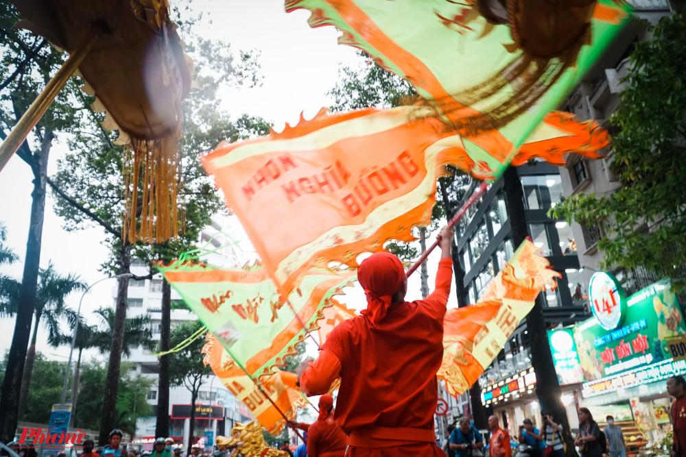 Cờ Lễ hội tung bay rượp đường Nguyễn Tri Phương
