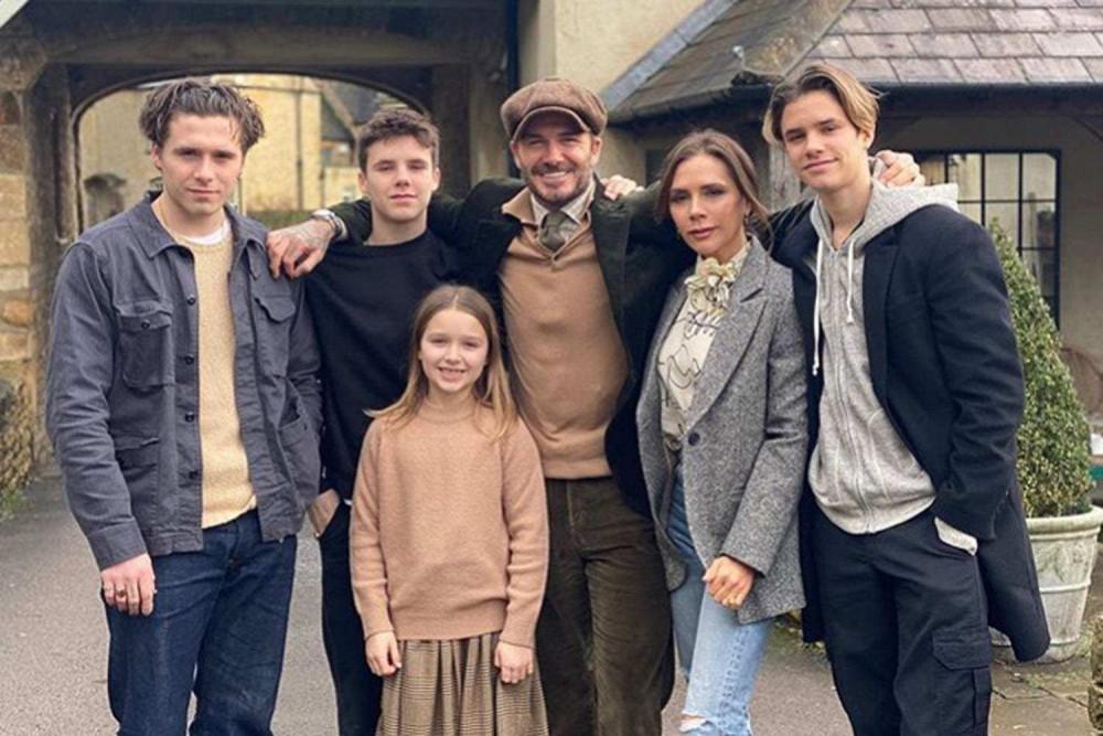 Gia đình hạnh phúc hiện tại của David Beckham và vợ.
