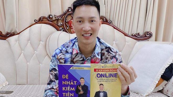 Giang hồ mạng Huấn Hoa Hồng bị phạt 17,5 triệu đồng vì xuất bản sách dạy kiếm tiền chui
