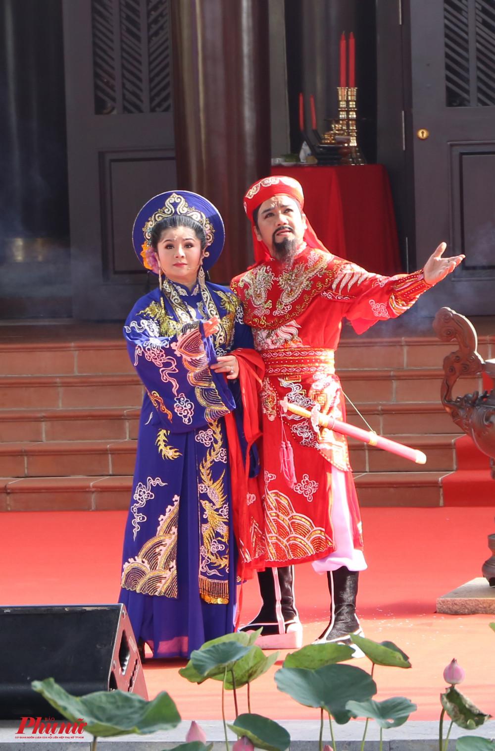Lễ giỗ mở đầu với tiết mục sân khấu hoá công đức của Thành hằu Nguyễn Hữu Cảnh thông qua sự thể hiện của