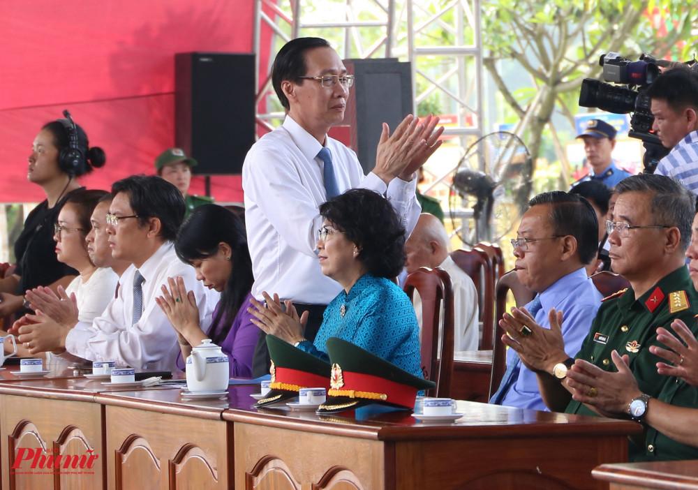 Ông Lê Thanh Liêm - Phó Chủ tịch UBND TPHCM là một trong những thành viên lãnh đạo TP có mặt trong lễ giỗ sáng 6/7