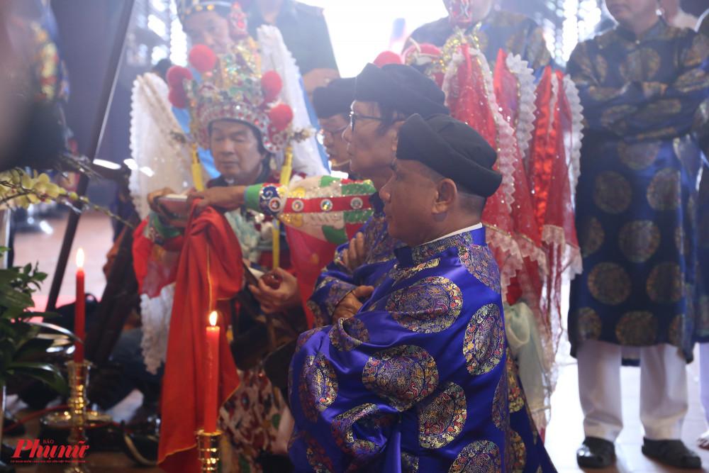 Ban tế lễ thực hiện những nghi thức tại lễ giỗ