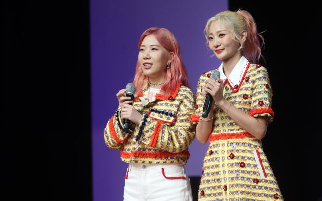Woo Ji-yoon (trái) và Ahn Ji-young (phải) từng là bộ đôi ăn ý của làng nhạc xứ kim chi.