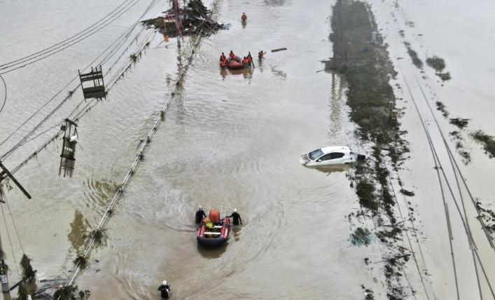 Mưa lớn kéo dài từ ngày 4/7 gây lên lũ lụt trên diện rộng tại các tỉnh miền tây nam Nhật Bản.