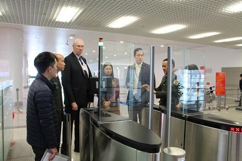 hệ thống cổng kiểm soát tự động được trang bị cho các Công an cửa khẩu Cảng hàng không quốc tế.