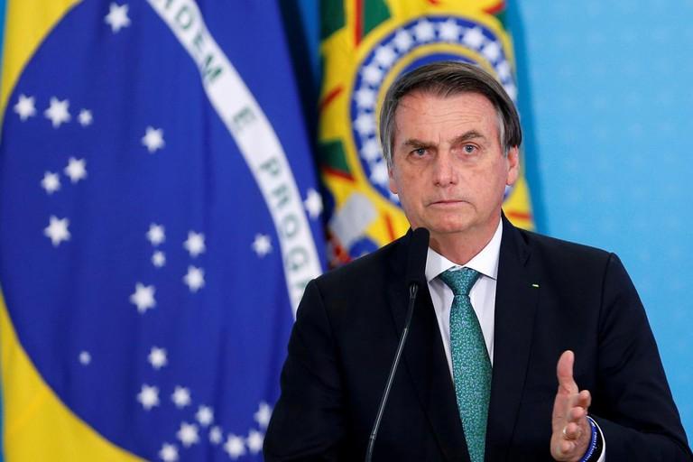 Tổng thống Brasil Jair Bolsonaro nhiều lần đánh giá thấp mức độ nguy hiểm của đại dịch COVID-19.