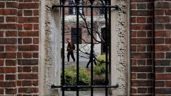 Sinh viên nước ngoài có thể đối mặt với việc bị trục xuất nếu không tuân thủ các quy tắc mới về thị thực - Ảnh: Reuters