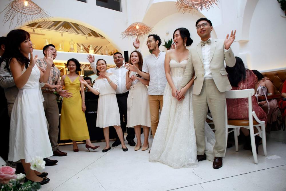 Buổi tiệc cưới chỉ có bạn bè thân thiết, những người quan trọng của Hà và Đại