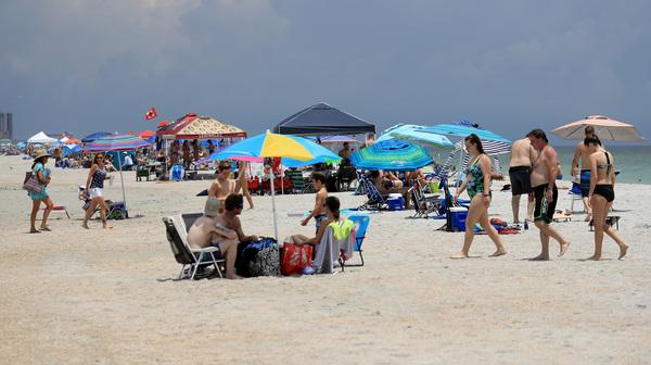 Kỳ nghỉ lễ 4/7 đem đến nguy cơ về dịch bệnh gia tăng do nhiều người tụ tập ăn uống, vui chơi.