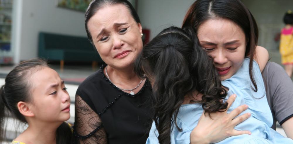 NSND Hoàng Cúc tham gia phim truyền hình Hoa hồng trên ngực trái - bộ phim truyền hình gần nhất mà cô nhận lời sau khi phát hiện ung thư.