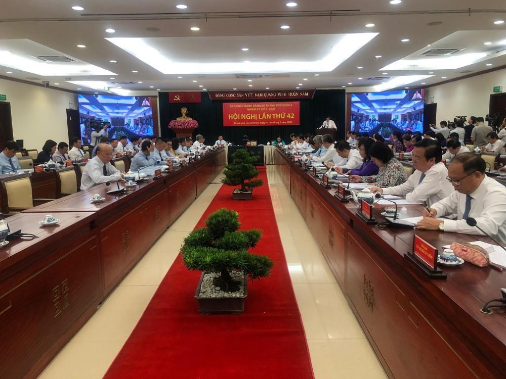 Phiên bế mạc Hội nghị lần thứ 42 Ban Chấp hành Đảng bộ TPHCM khóa X nhiệm kỳ 2015-2020 mở rộng ngày 8/7. Ảnh: Quốc Ngọc