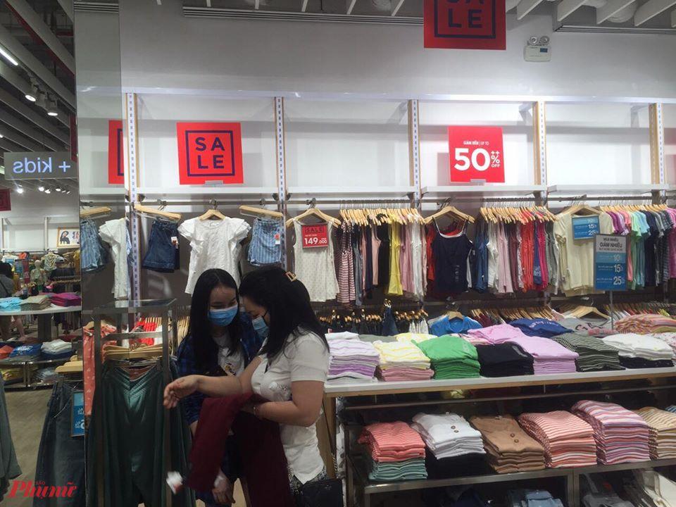 Để thu hút người tiêu dùng mua sắm, các đơn vị kinh doanh cần khuyến mại sản phẩm chất lượng và giảm giá đúng