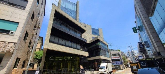 tòa nhà Rain Avenue của nam ca sĩ